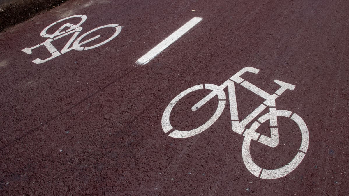 pyöröbaanan maalatut merkit tiessä