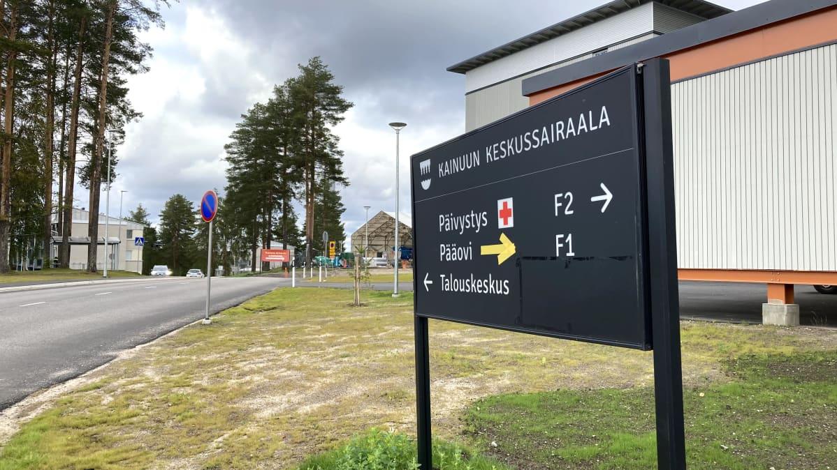 Kainuun keskussairaalan opastekyltti