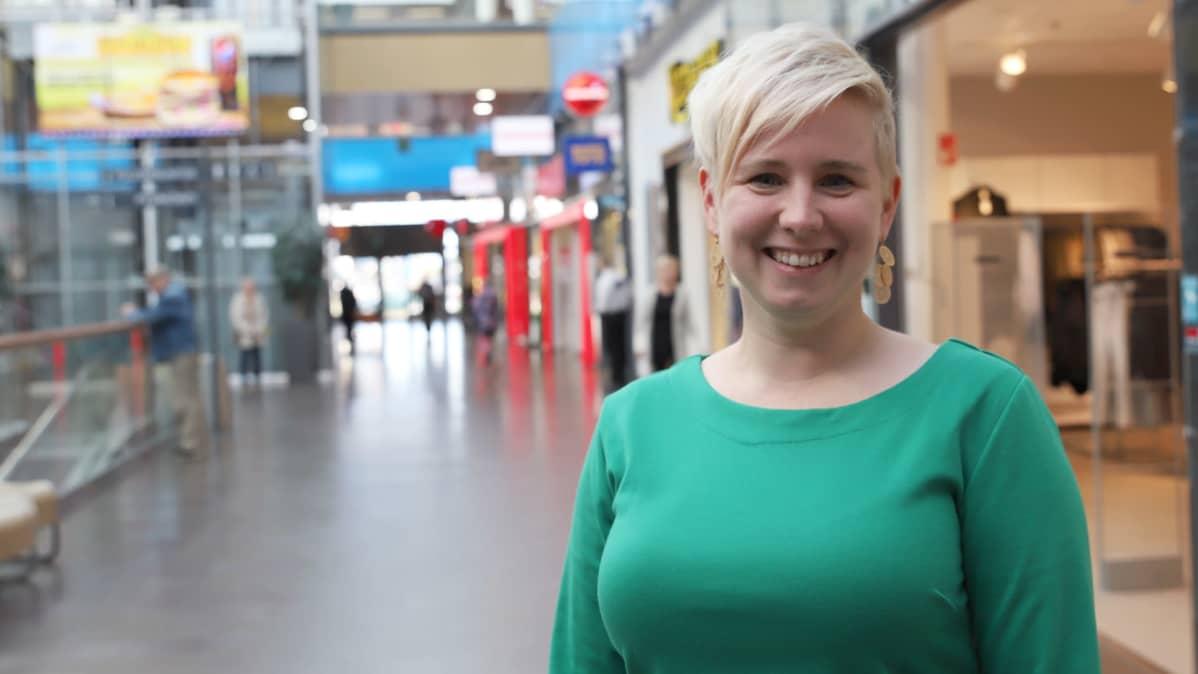 Rajalla Kauppakeskuksen yhteisömanageri Eija-Sinikka Juho