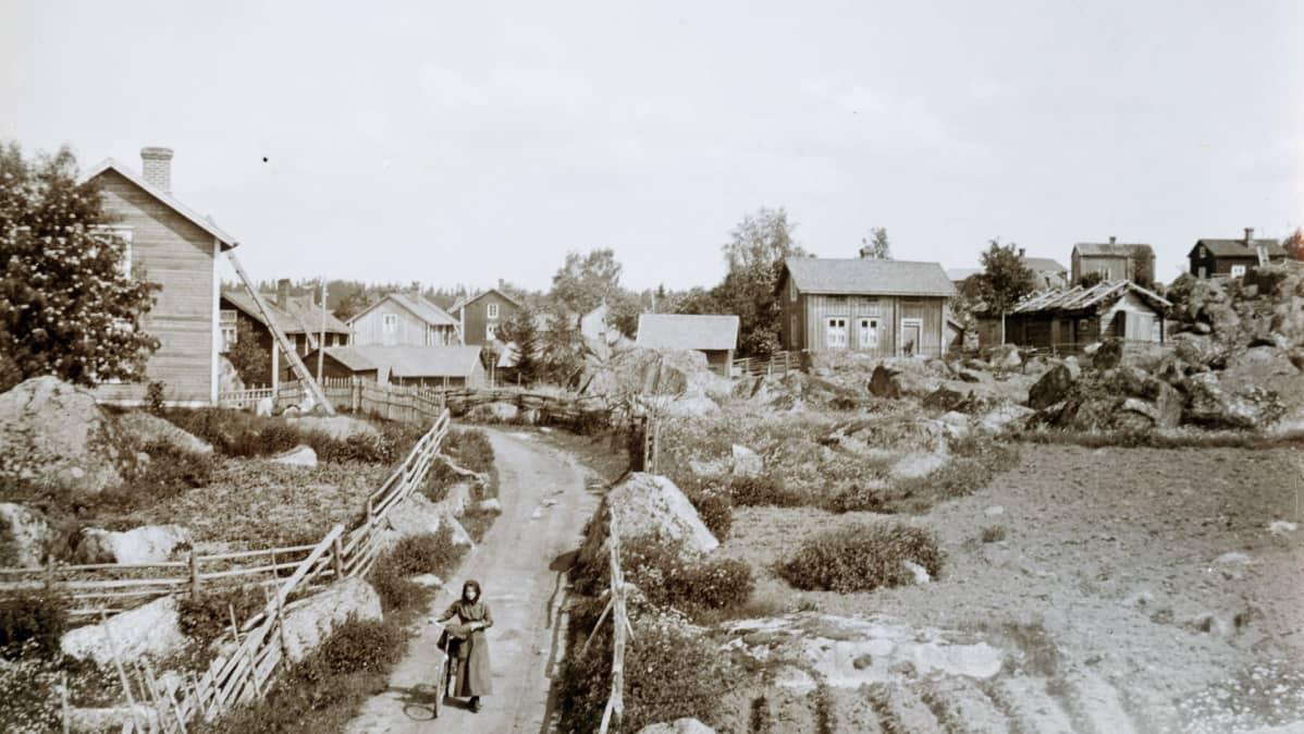 Kylänraittia Vöyrillä vuonna 1916