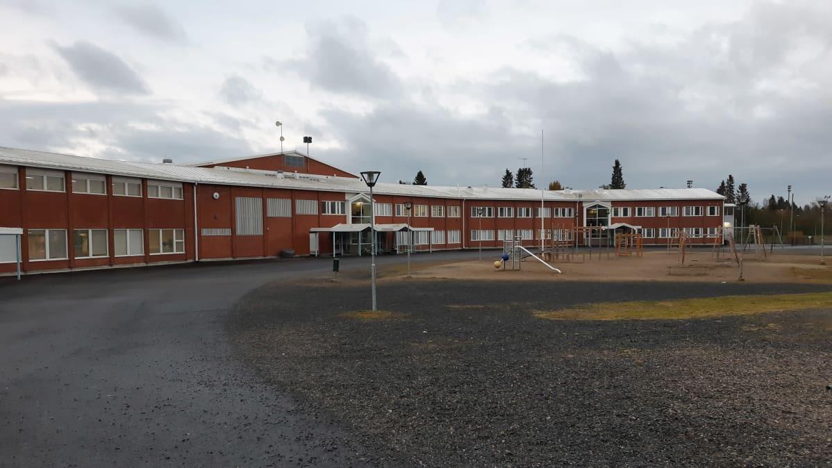 Hepolan koulu kemissä