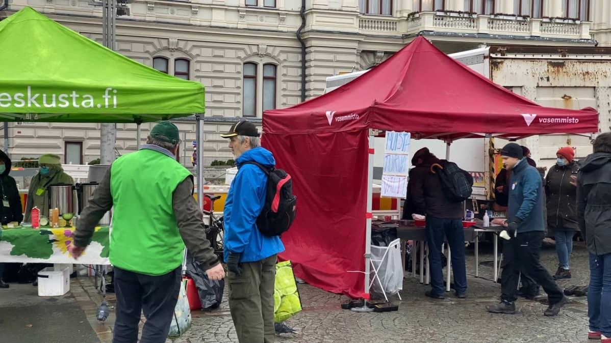 Vaalitelttoja Tampereen Keskustorilla