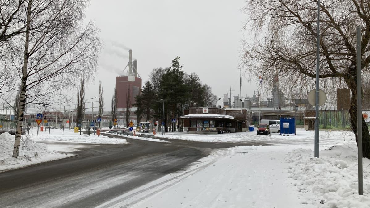 Stora Enson Oulun tehtaiden portti.