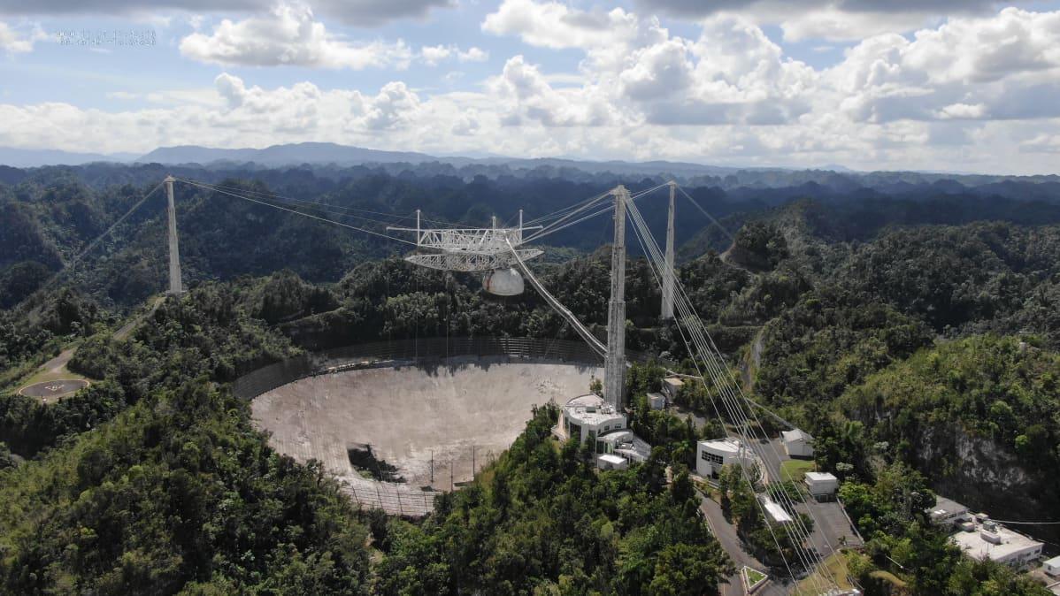Arecibon radioteleskooppi kuvattuna marraskuun 2020 lopussa.