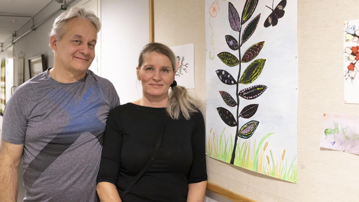 yrittäjät Irja Kuismin ja Kai Salminen työpaikallaan perhekoti Rauhalassa