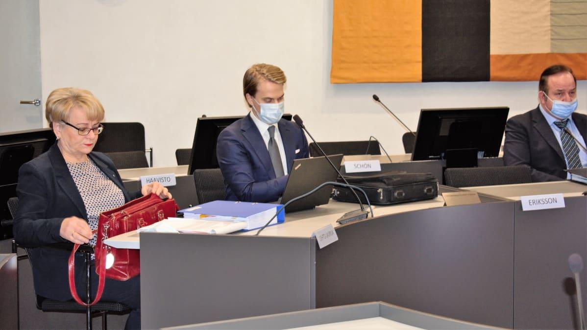 Kotisairaala Luotsin valmisteluistunto Varsinais-Suomen käräjäoikeudessa - puolustusasianajajia