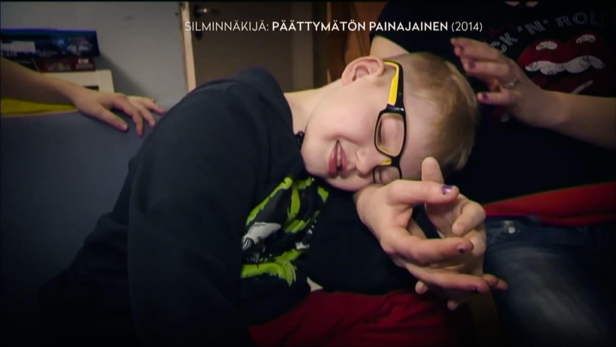 Jasper Mäki-Jokela sai katapleksiakohtauksen kun katsoi tietokoneelta Southpark-sarjaa vuonna 2014 Ylen Silminnäkijä-ohjelman kuvauksissa.