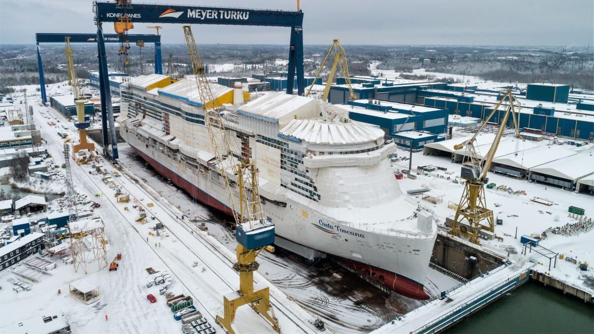Costa Toscana laskettiin vesille Turun telakalla 15.1.2021
