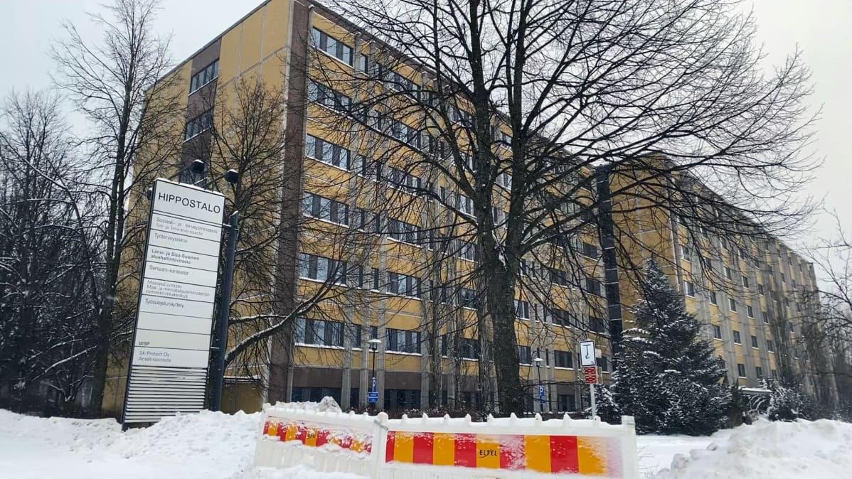 Purettava Hippostalo  eli valtion virastotalo Tampereen Kalevassa
