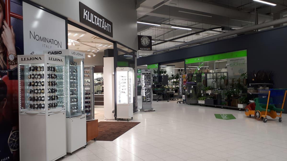 Kultasepänliike Kultatähti Oy Hyllykallion Prisman kauppakeskuksessa Seinäjoella.