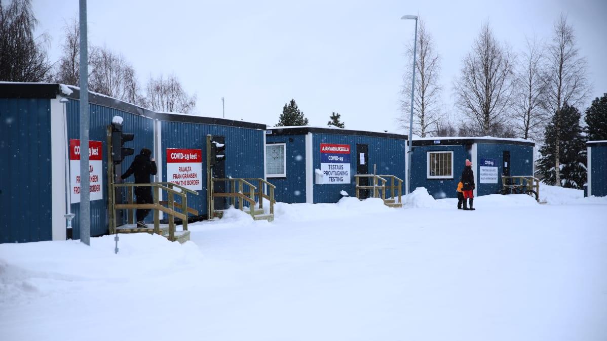 Koronatestaus kontit Torniossa, jossa suoritetaan testejä ajanvarauksella ja pikatestejä rajalta tuleville.