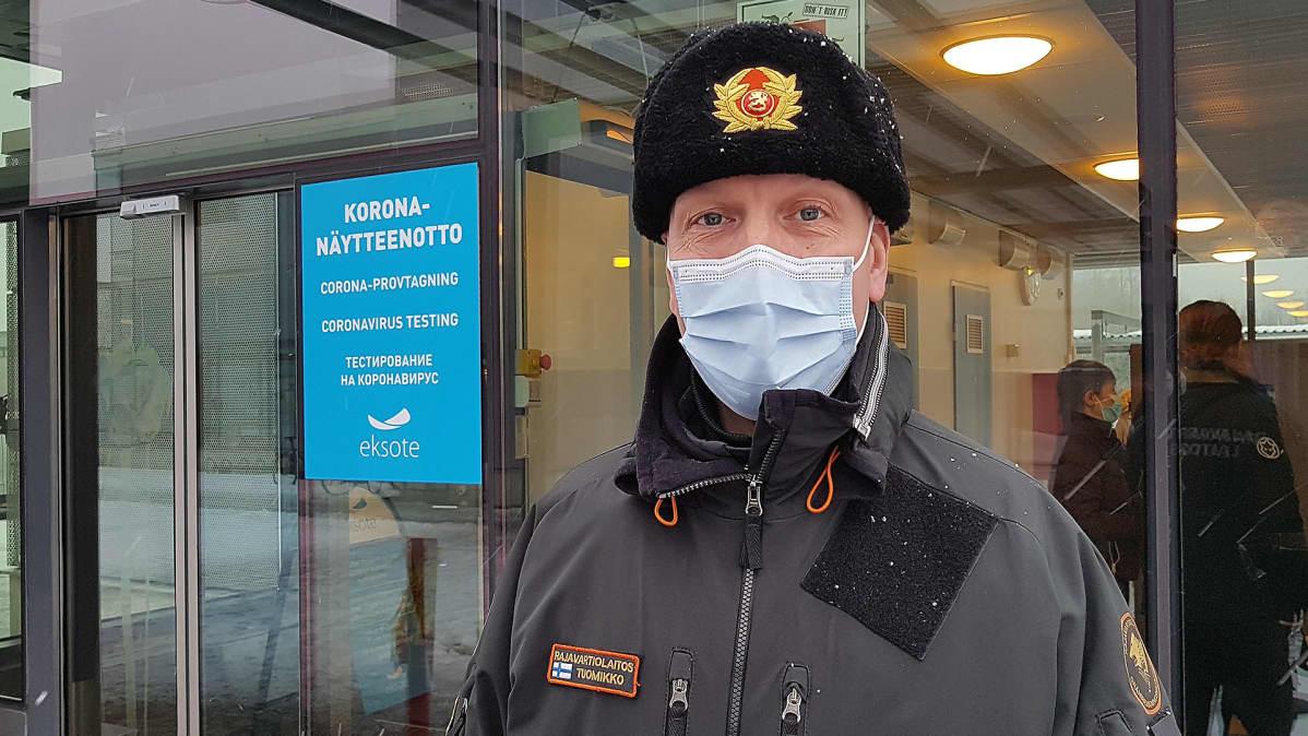 Nuijamaan rajatarkastusaseman päällikkö Ilkka Tuomikko