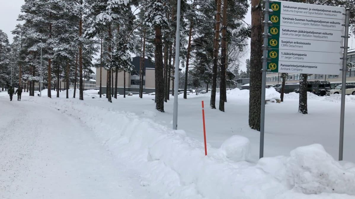 Kasarmirakennuksia Säkylän varuskunnassa.
