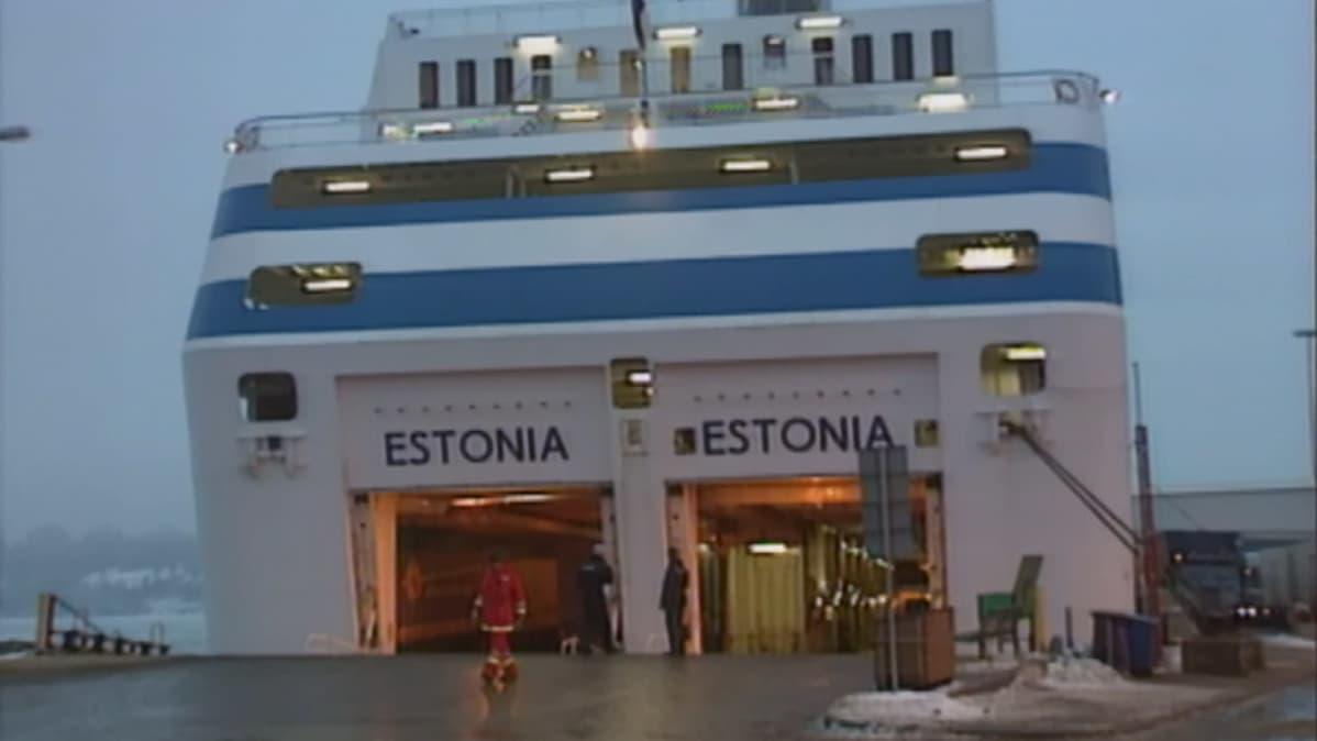 Matkustajalaiva Estonian satamassa.