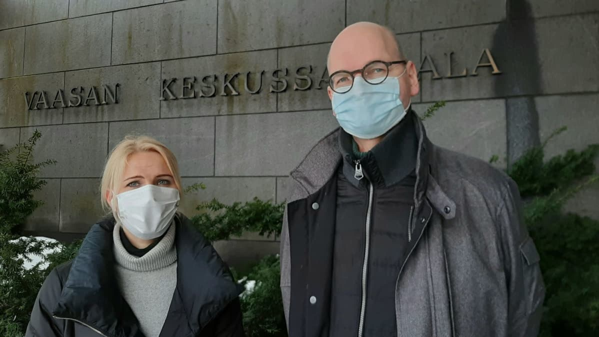 Vaasan sairaanhoitopiirin johtaja Marina Kinnunen ja Vaasan johtaja lääkäri Heikki Kaukoranta.