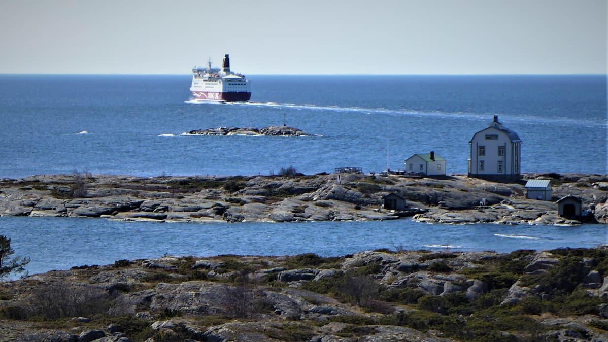 merimaisema Ahvenanmaalta, laiva ja talo saarella