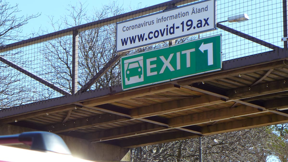 COVID-19 -kyltti satamassa