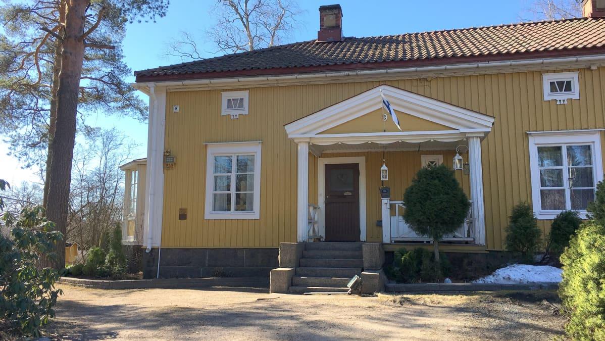 Kuusankoski Lauttakatu 9, Alma Pihlin entinen asuintalo