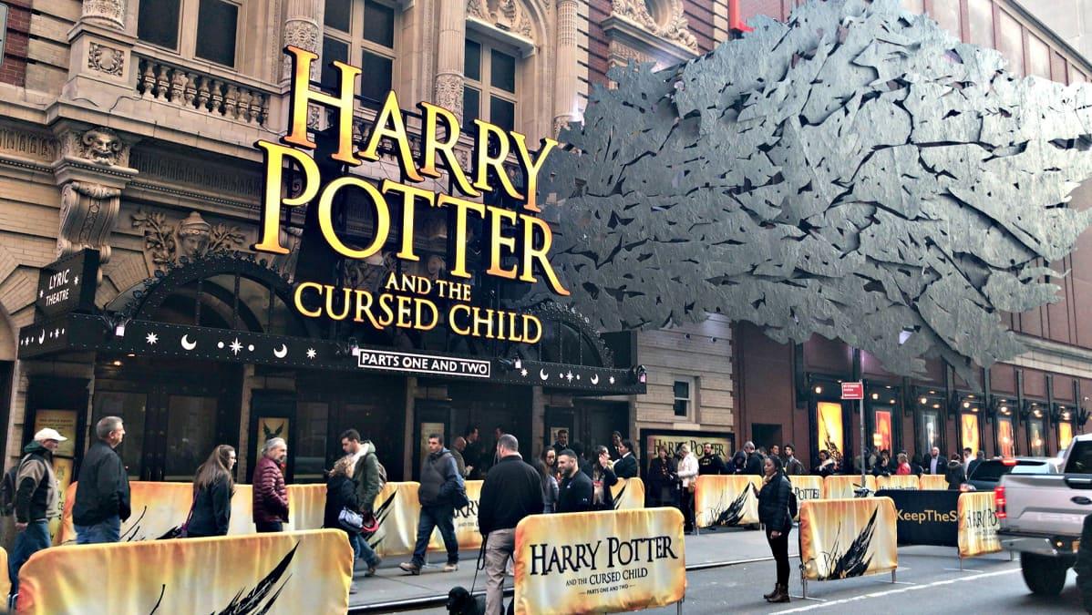 Harry Potter teatteriesityksen mainos Broadwayllä.