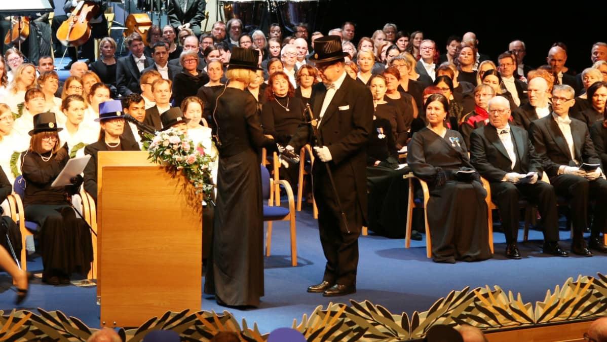 Monacon ruhtinas Albert toinen vierailee tänään Rovaniemellä. Albert vastaanottaa Lapin yliopiston kunniatohtorin arvonimen työstään ympäristönsuojelussa ja ilmastonmuutoksen vastustamisessa.