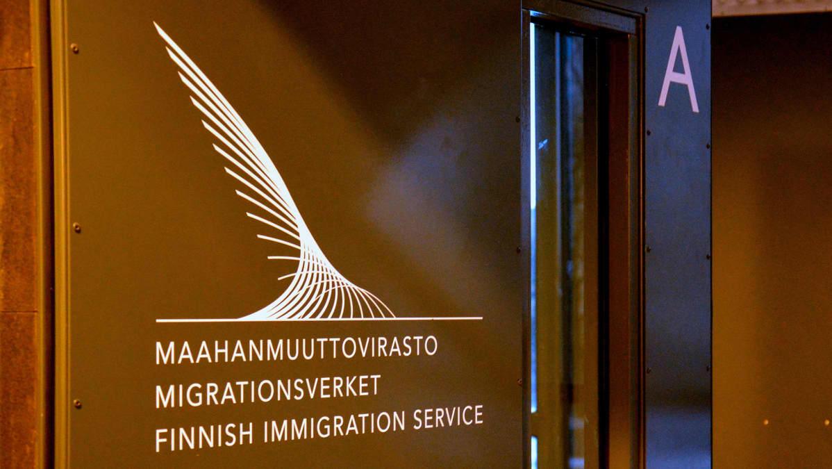 Maahanmuuttoviraston ovi.