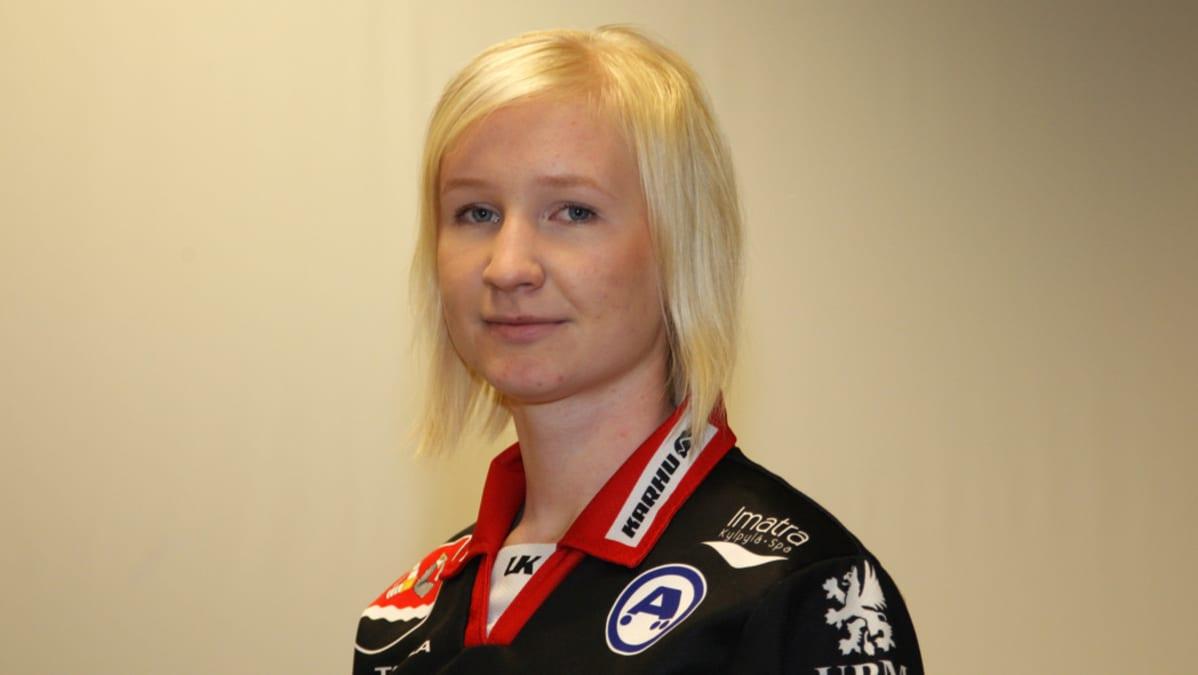 Viivi Kainlauri teki läpimurtonsa naisten Superpesiksessä kesällä 2011.