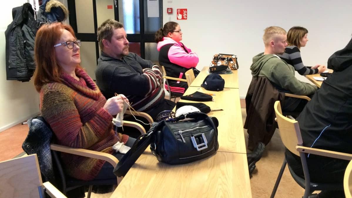 Rautavaaralaiset lypsykarjatilalliset Merja ja Risto Pursiainen osallistuivat Faban Nurmeksessa järjestämään Alkiopäivään maanantaina.