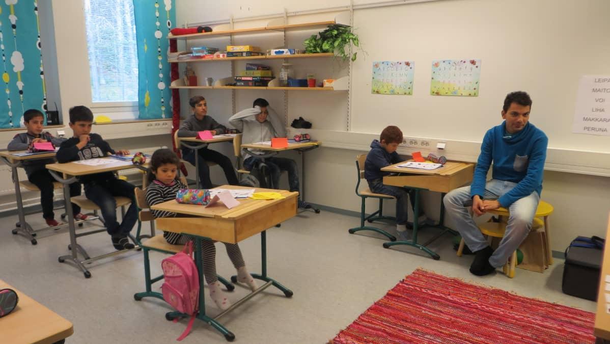 skuvla koulu Eanodat Hetta pakolaiset báhtareaddjit