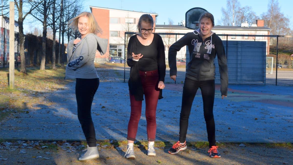Emma Turunen, Iisa Kämppi ja Aino-Sofia Viljakainen. Mikkeliläiset seitsemäsluokkalaiset.