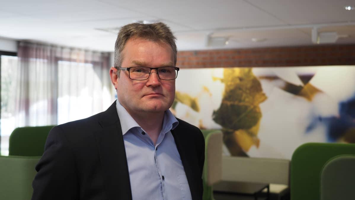 Mika Suvanto, professori, Kemian laitoksen johtaja, Itä-Suomen yliopisto, Joensuu.