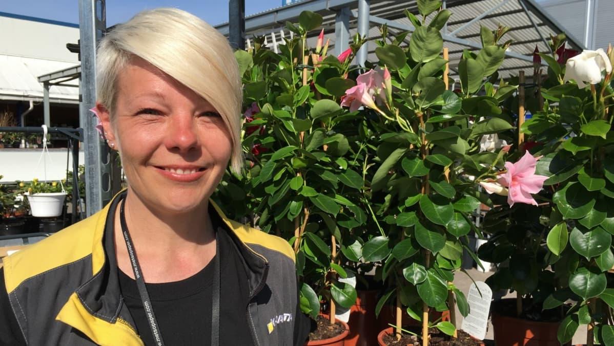 Puutarhaosaston vastaava Anu Eriksson.