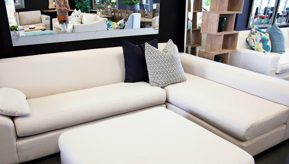 sohva liikkeessä