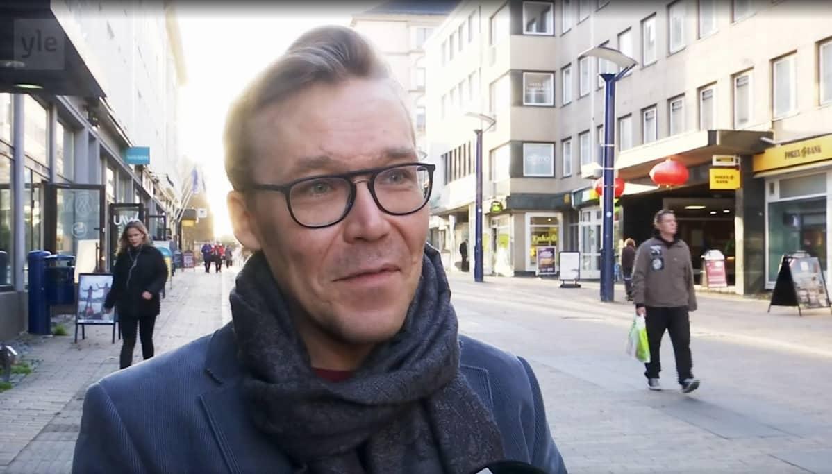 Väinö Leinonen kertoo, miten korona on muuttanut isyyttä.