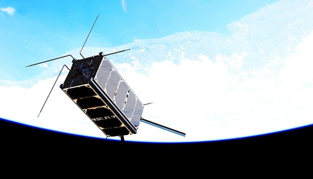 Laatikonmuotoinen satelliitti, josta sojottaa antenneja.