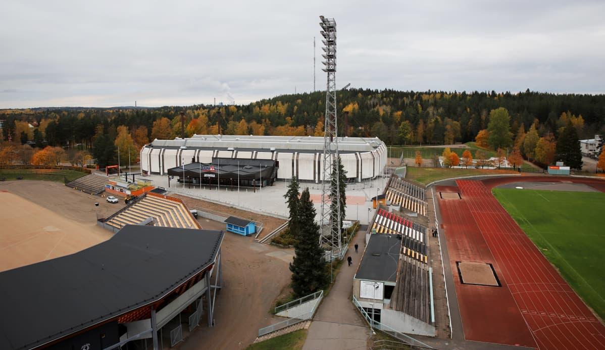 Kouvolan urheilupuistossa jäähalli, pesäpallostadion ja yleisurheilukenttä