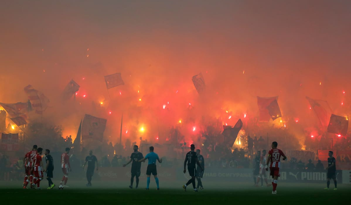 Punainen tähti.  Crvena Zvezda supporters light torches during the Serbian Cup Final match between FK Crvena Zvezda and FK Partizan at stadium Rajko Mitic on May 23, 2019 in Belgrade, Serbia. (Photo by Srdjan Stevanovic/Getty Images)