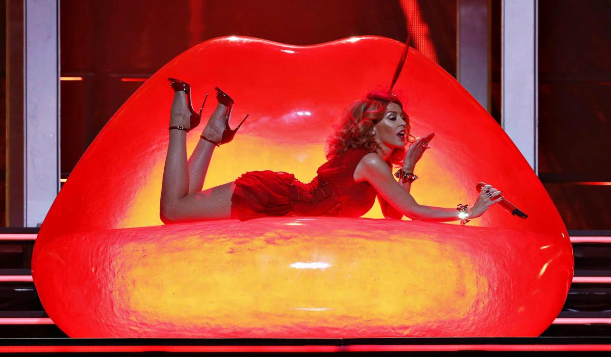 Kylie Minogue esiintymislavalla Espanjan Madridissa lokakuussa 2014.