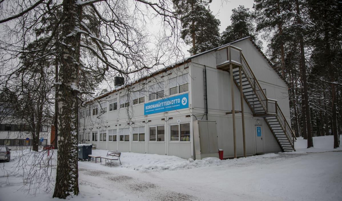Eksoten koronanäytteenottopaikka Armilan terveysasemalla.