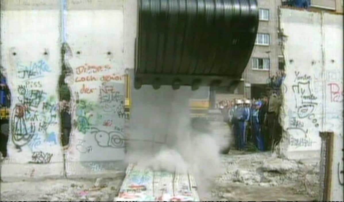 Berliinin muurin purkutyötä.