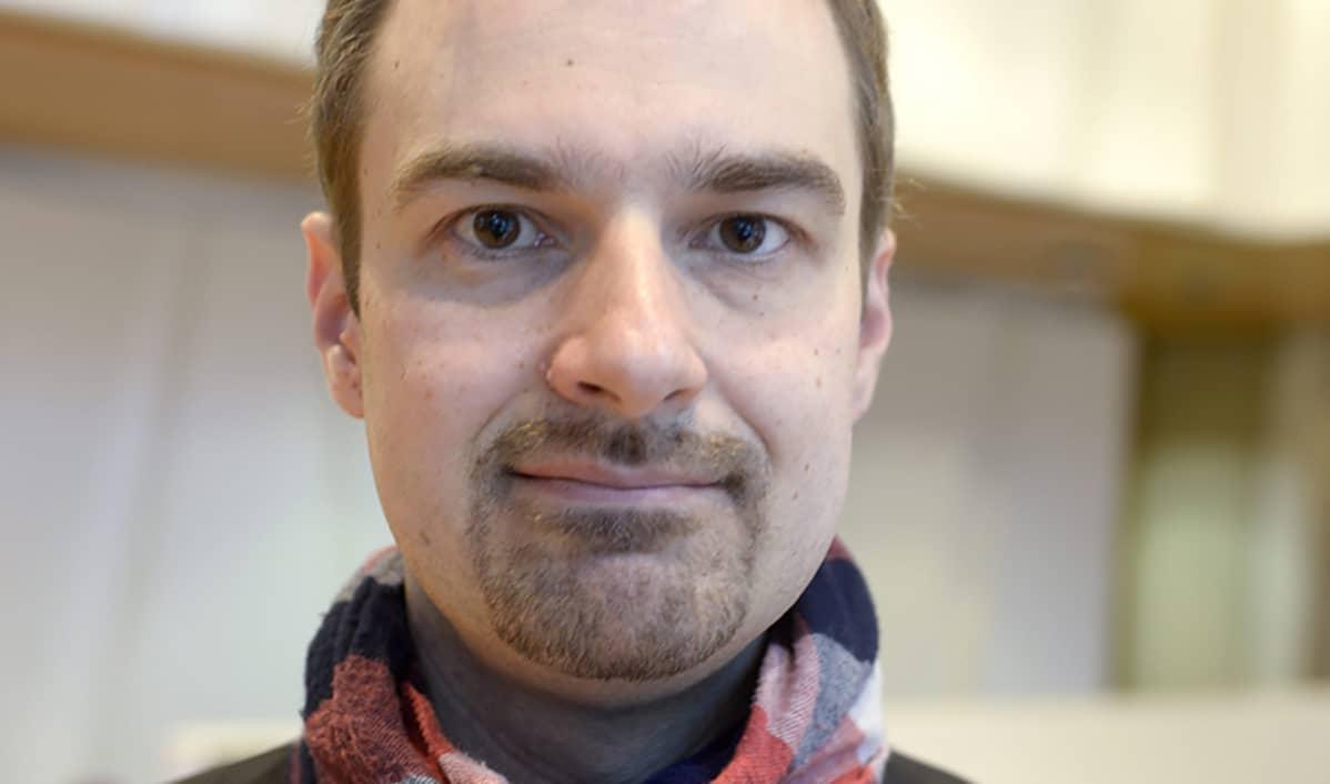 Vihreiden puoluesihteeri Lasse Miettinen.