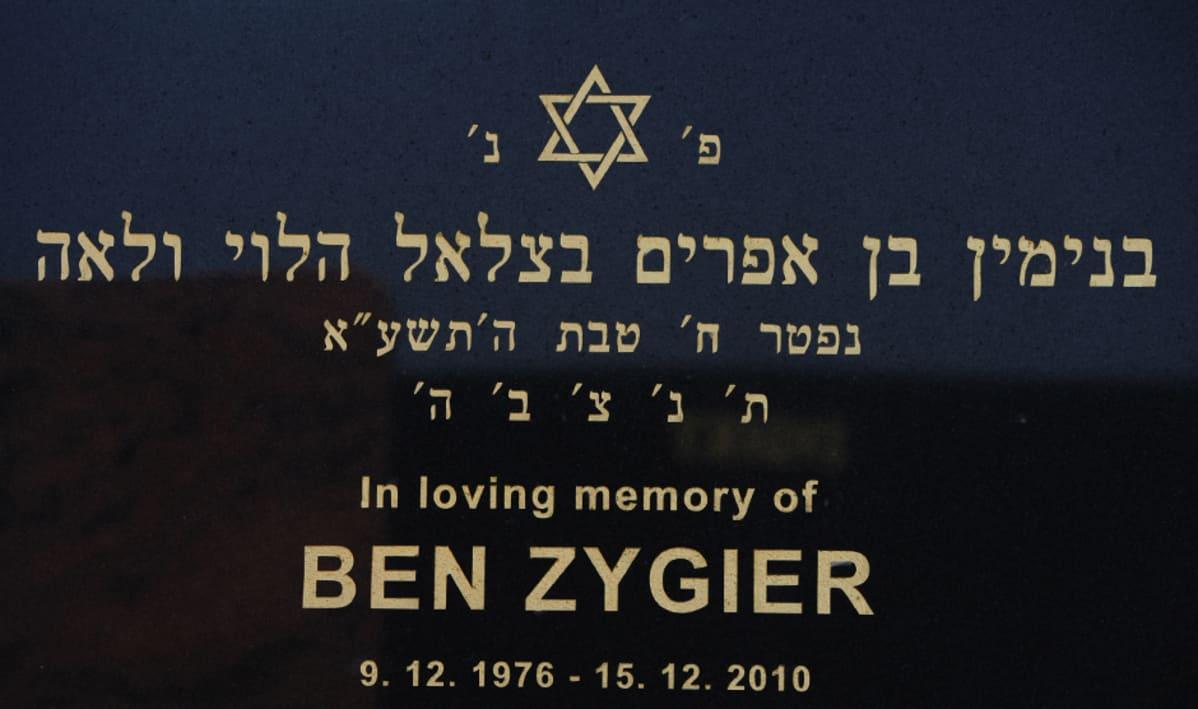Ben Zygierin hautakivi Chevra Kadishan juutalaisella hautausmaalla Melbournessa, Australiassa.