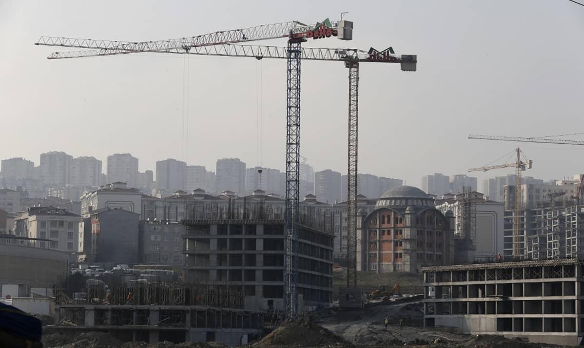Rakennustyömaa Istanbulissa.