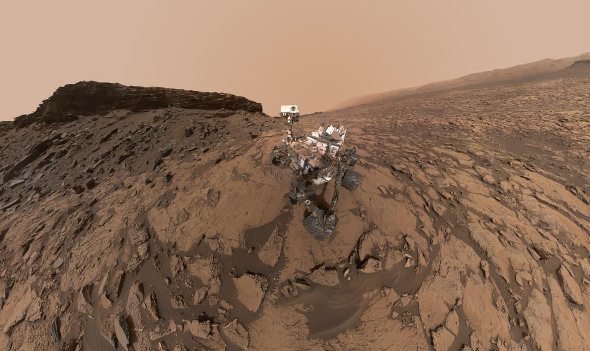Curiosity-mönkijä otti itsestään kuvan Marsin pinnalla