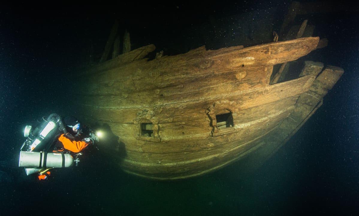 Flöitti-hylky merenpohjassa Suomenlahden suulla