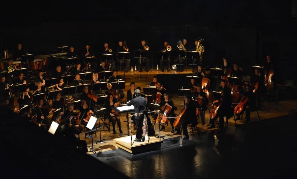 Sinfonia Lahti esiintyy Sibeliustalossa Lahdessa.