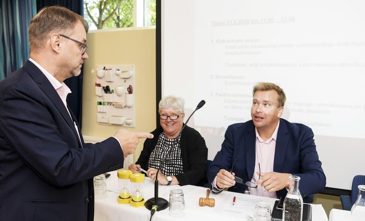 Pääministeri Juha Sipilä ja keskustan eduskuntaryhmän puheenjohtaja Antti Kaikkonen