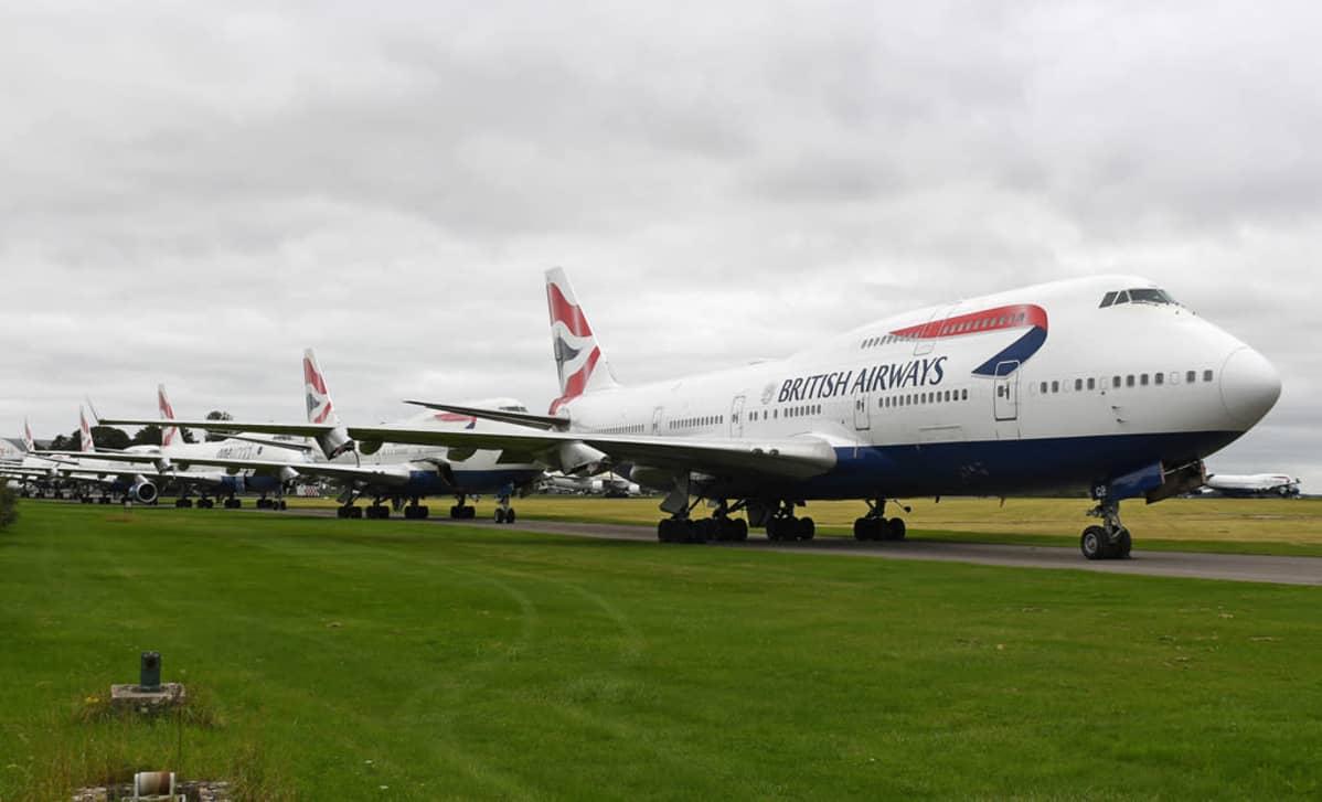 British Airwaysin koneita odottamassa romutusta Cotswoldin kentällä