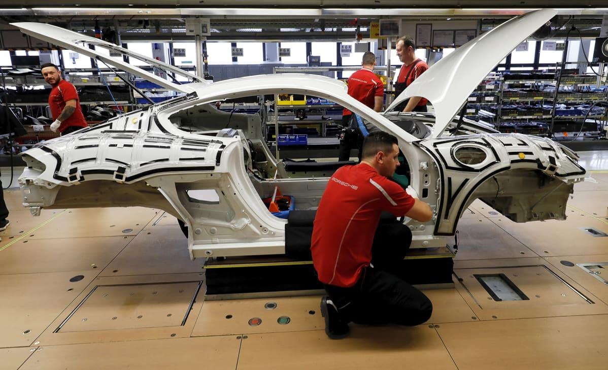 Porschen kokoonpanolinja Stuttgartissa.