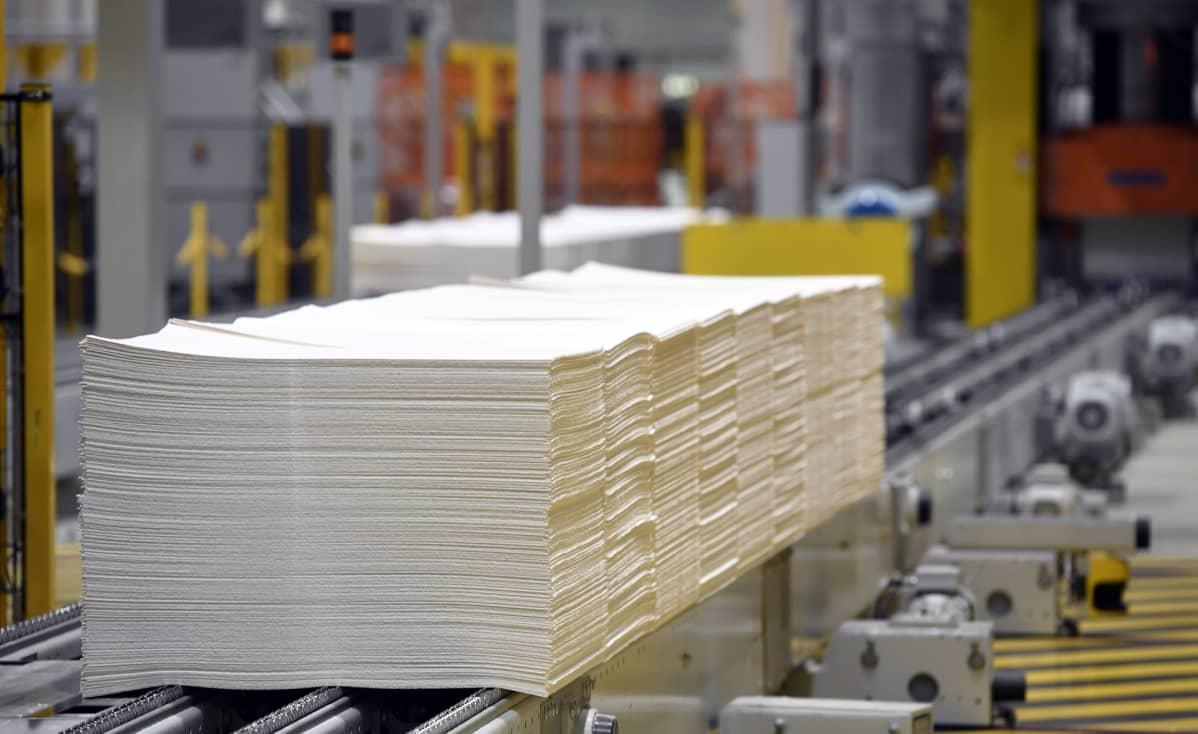 Selluarkkeja UPM Kymin sellu- ja paperitehtaalla Kouvolassa ,