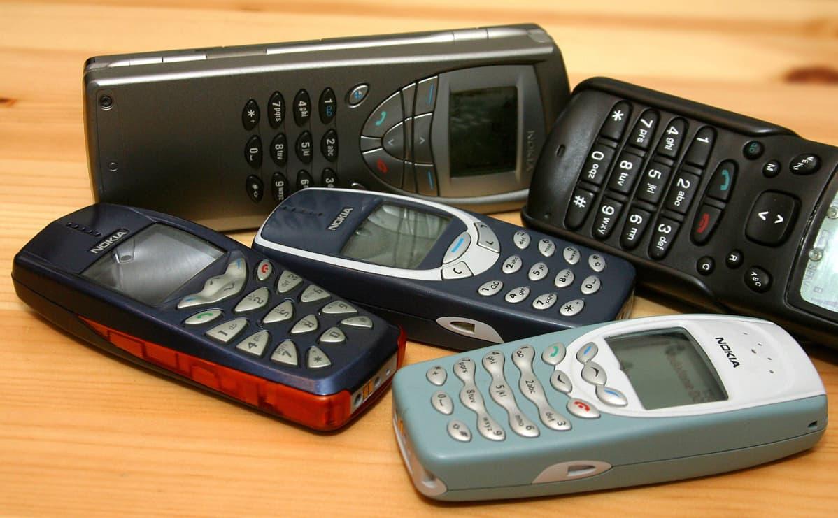 Vanhoja Nokian puhelimia.